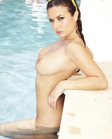Kelly Hall Poses Fully Nude