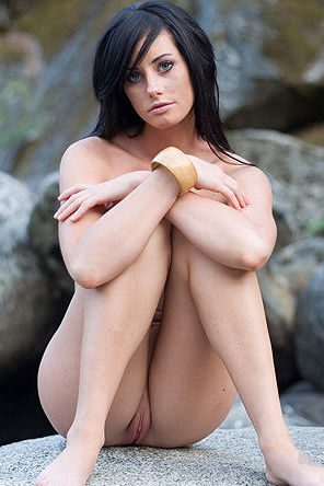 Outdoor erotica with Justine Jewel