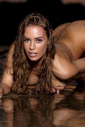 Nicole Aniston In Sea