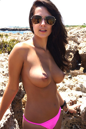 Amateur Big Boobed Hottie Is Sunbathing