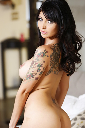 Lexxxi Nicole Sexy Tattooed Chick